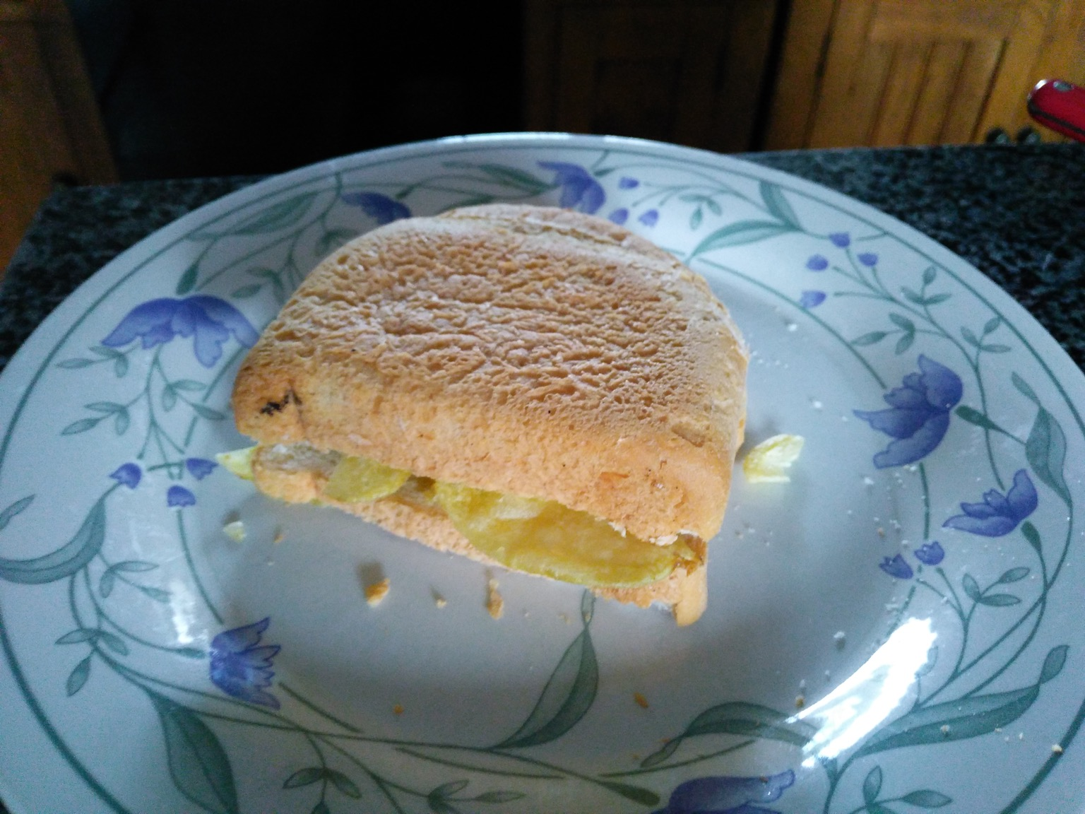 White crisp sandwich with crust on top